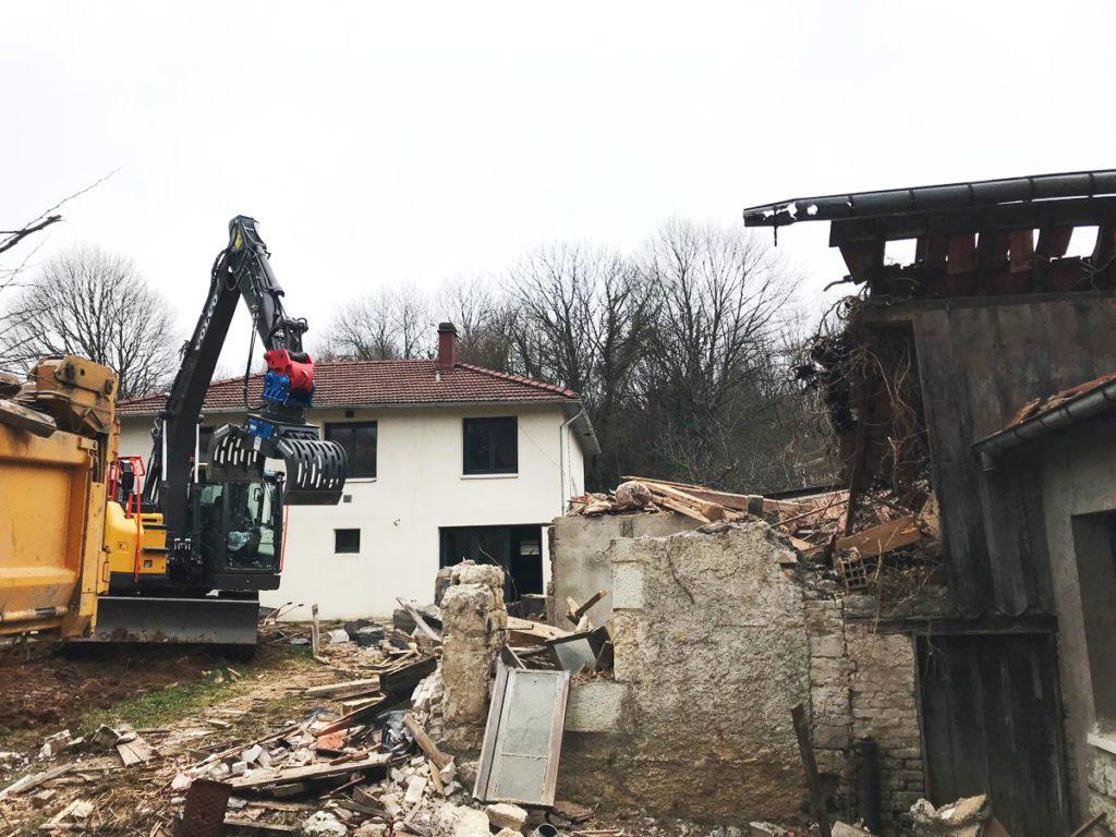 demolition-maison-pelleteuse-griffe