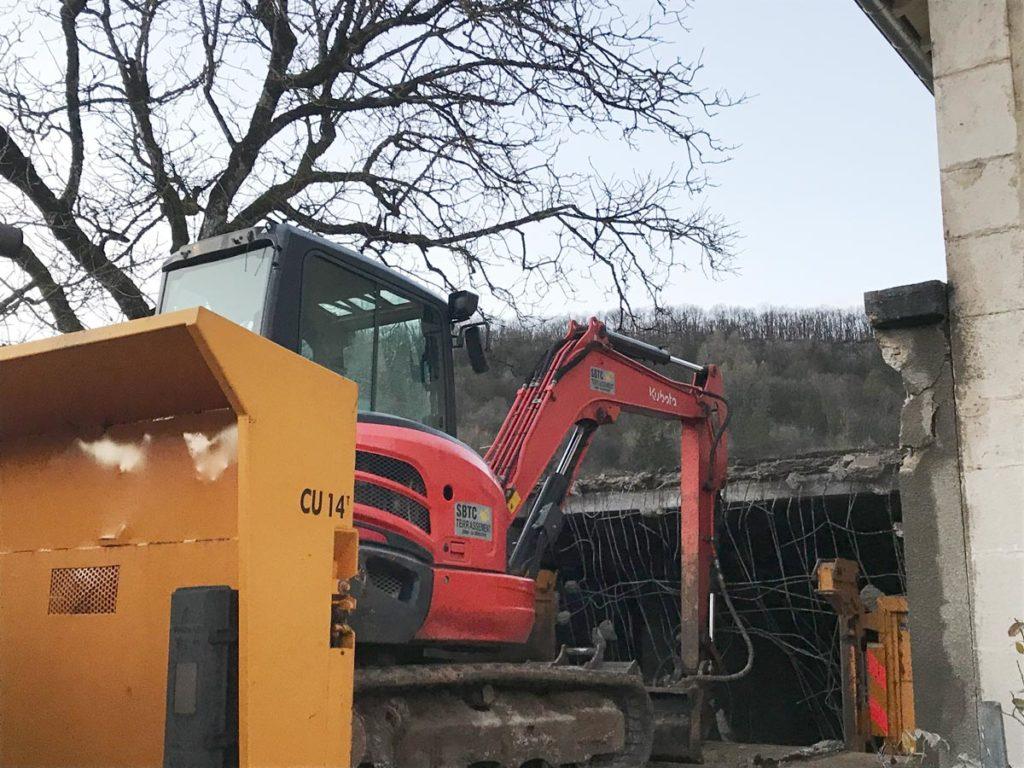 demolition-travaux-professionnel-securite-pelleteuse