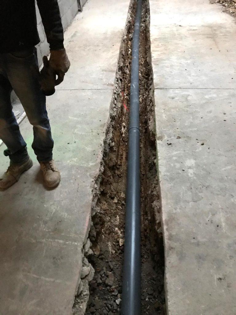 installation-tuyau-evacuation-dalle-beton